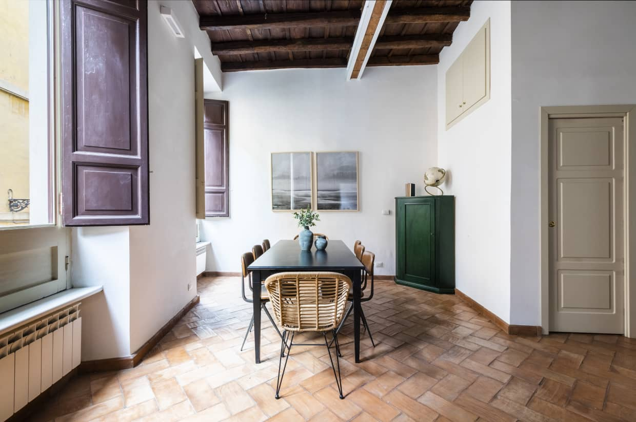 Four Bedroom Apartment in Rome